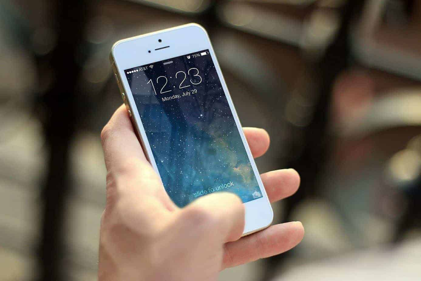 Guide to Smartphone Addiction: Statistics, Symptoms, and Solutions